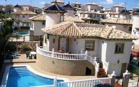 Villa med 4 soverom og privat basseng i Cabo Roig. 950 m til stranden.
