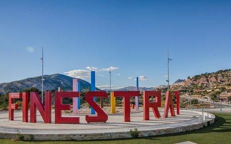 Finestrat - Vakker kystby omgitt av fjell